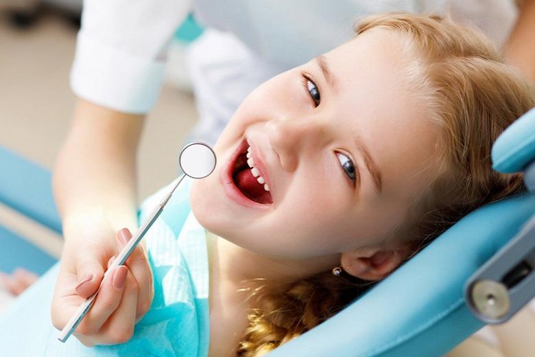 bambino-dal-dentista.jpg
