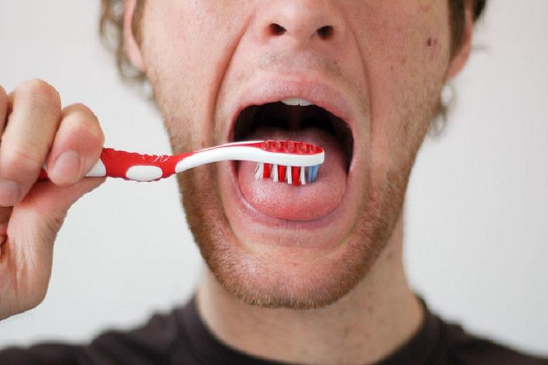 pulizia-della-lingua.jpg