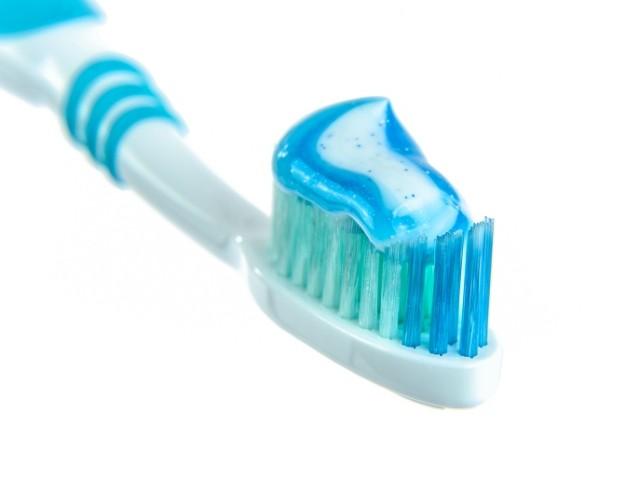 https://studicampagna.it/wp-content/uploads/2018/04/lavare-i-denti-640x480.jpg
