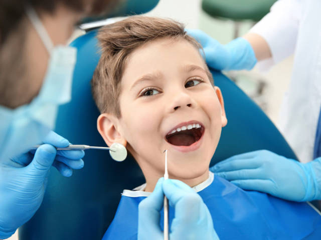 https://studicampagna.it/wp-content/uploads/2021/08/bambini-e-dentista-640x480.jpg